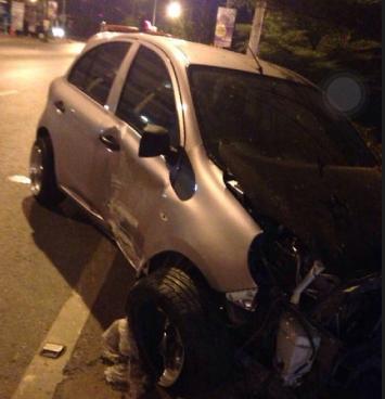 นิสสันมาร์ชรถอุบัติเหตุ